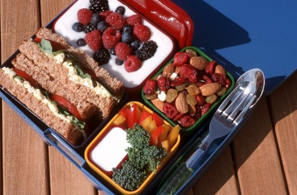 pudelko-sniadaniowe-laptop-lunches-koralowe